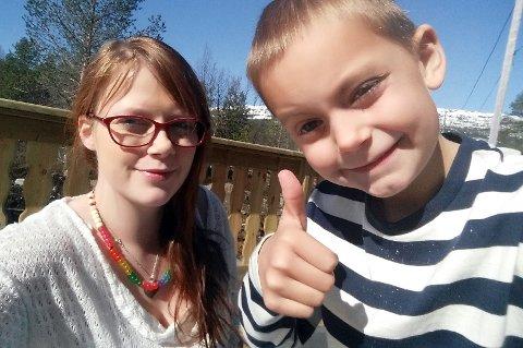 OPPTUR: Hanne Lisa Furnes og sønnen Mikael.
