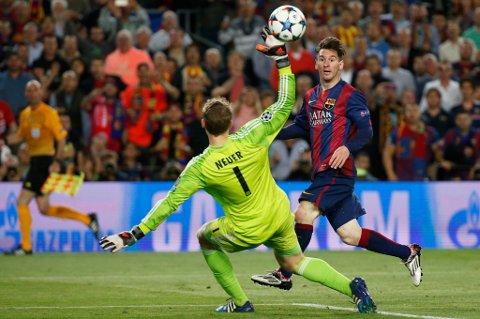 Her chipper Lionel Messi inn sitt vidunderlige 2-0-mål mot Manuel Neuer og Bayern München onsdag kveld. Et utested i Tromsø valgte å ta 100 kroner i inngangspenger for at folk skulle få se denne kampen.