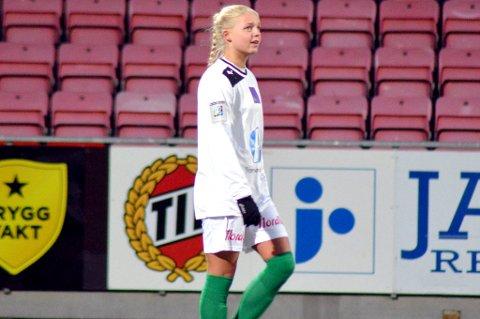 Celine Emilie Nergård, her under Fløyas serieåpning mot TIL i år, får skryt av landslagstreneren etter sine to første kamper for J16-landslaget.