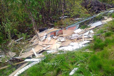 Bygningsavfall dumpet ved Rakto.