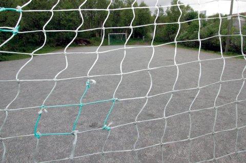TOM BANE: Her tør ingen barn spille fotball lenger, ifølge Grønbæch.