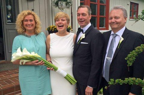 MED FORLOVERE: Et lykkelig brudepar sammen med sine forlovere lørdag. Fra venstre: Hildes forlover Marianne Telle, Hilde Sjurelv, Frank Bakke-Jensen og Franks forlover Geir Arne Eriksen. Foto:Privat