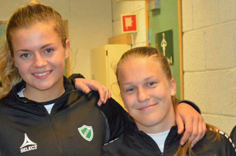 Fløya-spillerne Gabrielle Lemos Lie (t.v.) og Synnøve Rønquist Hafnor ble tatt ut den norske J17-landslagstroppen som reiser til EM-sluttspillet på Island.