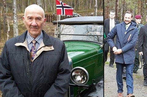 SATT PÅ: Gunnar Nessets far kjørte kongen og kronprinsen rundt i Blasfjord i 1940. Her er sønnen hans, Gunnar Nesset, med foran den samme bilen som de kongelige kjørte i 1940. Som liten gutt var han flere ganger med på kjøreturene med de kongelige. Foto: Stein Wilhelmsen.