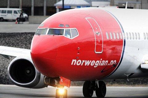 UTSLITT DEKK: 157 passasjerer fikk beskjed om å forlate Syden-flyet i Tromsø lørdag kveld og komme tilbake neste dag.
