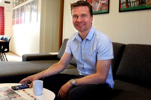 Svein-Morten Johansen på Alfheim onsdag formiddag. TILs sportssjef vil ha en avklaring rundt Thomas Kind Bendiksen før hjemmekampen mot Strømsgodset neste helg, og helst en positiv avklaring.