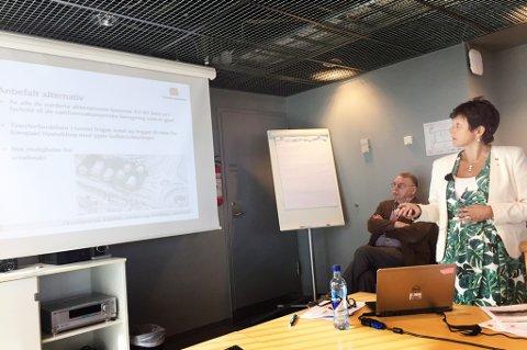 Unni M. Grefstad fra Statens Vegvesen presenterer vurderingene for hvor de mener en ny Kvaløyforbindelse skal gå. Foto: Silje Solstad