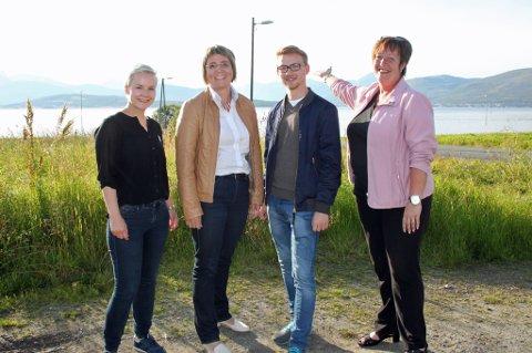 ENIGE: Kine Bergheim (V) og Helga Marie Bjerke (Krf) Kristian Støback Wilhelmsen (H) og  Anni Skogmann (Frp). er alle enige om at fremtidens forbindelse til Kvaløya må gå til Håkøya. Foto: Astrid Øvre Helland.