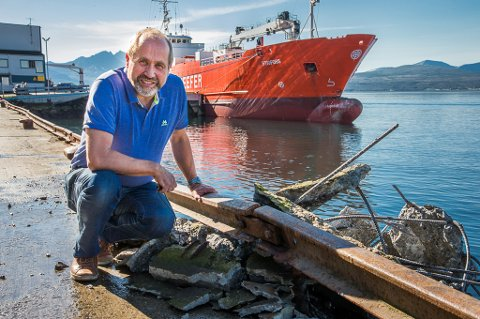 "Båten ""Stigfoss"" krasjet rett i kaia til Per Molund på Biltrend."