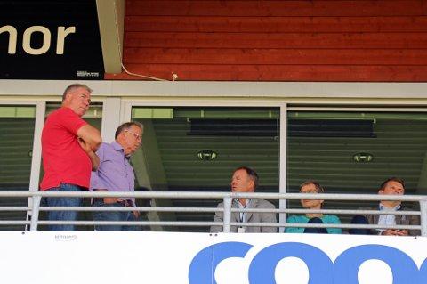 STYREMØTE: Styret i TIL er samlet på Alfheim til styremøte. Tre medlemmer har trukket seg i protest mot måten klubben sparket Steinar Nilsen på.