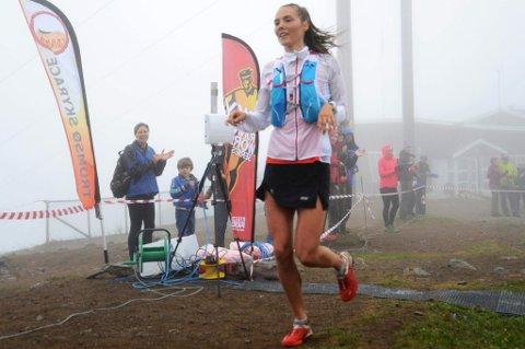 Yngvild Kaspersen løp tidligere i sommer inn til seier i Tromsdalstinden Skyrace under Tromsø Skyrace. Nå hevder hun seg meget godt internasjonalt, og sponsoravtaler er på vei for 20-åringen fra Tromsø.