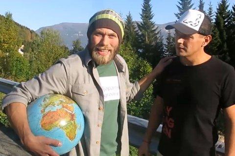 """HÆ?: """"Har vi bare én jordklode?!"""" spør Miljøpartiet de Grønnes førstekandidat i Lyngen, Mikal Nerberg, i valgkampvideoen de har lagt ut. Foto: Skjermdump"""