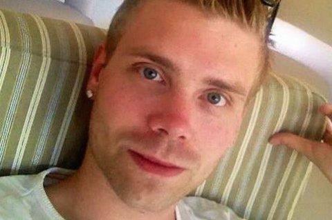 LETER; John Petter Halsen (27) ble såpass fascinert, at han har skrevet brev for å finne jenta fra nattbussen. (Facebook/Privat)