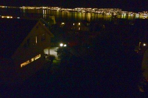 BEKSVART: Storskogen er blant de områdene i Tromsø som er uten gatelys akkurat nå. Problemet var større tidligere fredag kveld, men fortsatt ligger en god del punkter ute uten lys.