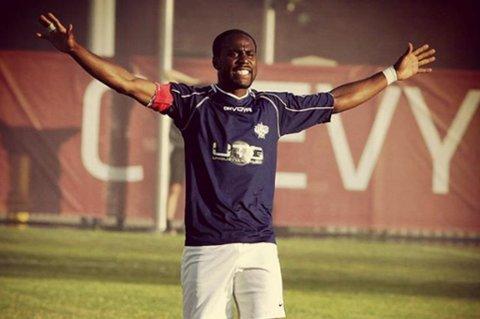 Stephen Ademolu spiller fortsatt, og driver også sitt eget fotballakademi i Canada.