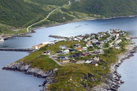 HUSØY: Det er nordøst på øya, til venstre mot moloen, at det nye boligfeltet er planlagt.