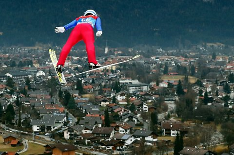Johann André Forfang under prøvehopping i tyske Garmisch-Partenkirchen. Fredag er det klart for det tradisjonsrike nyttårshopprennet.