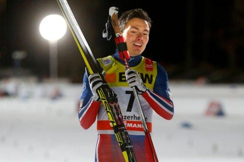 Finn Hågen Krogh kom på pallen og ble beste norske løper da Tour de Ski åpnet i Sveits fredag.