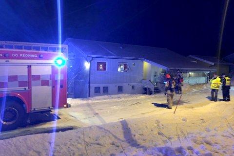 BRANT: Det begynte å brenne i sokkelleiligheten i eneboligen. Brannen er slukket klokken 15.45.