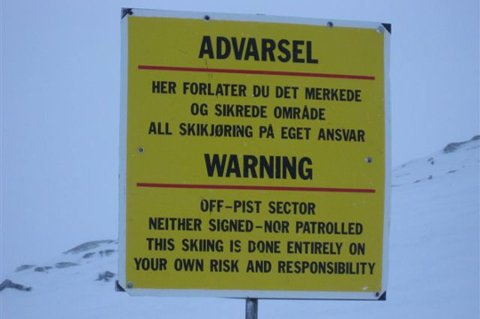 TROSSER FORBUDET: - Det var masse skispor bak dette skiltet. Det er trist, sier Rune Kufaas.