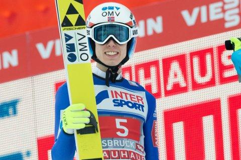 Johann André Forfang smiler og er godt fornøyd etter sin andre strake fjerdeplass i hoppuka.