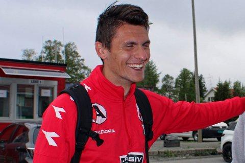 Adnan Causevic har begynt i sin nye jobb i Tromsø, og regner med at han spiller for Finnsnes i 2016. Det som gjenstår, er at FIL og Vard Haugesund praktisk løser det slik at 25-åringen kan løses fra sin kontrakt i Vard.