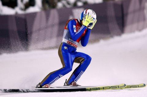 Johann André Forfang reagerte på denne måten etter 135,5 meter i første omgang i Bischofshofen onsdag kveld.