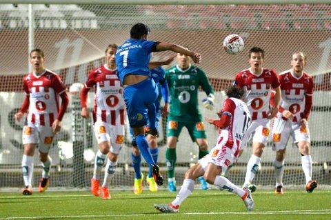 Moldes Harmeet Singh fyrer av mot TIL på Alfheim i forrige serierunde. Norsk klubbfotball generelt får passet påskrevet av talentspeider Stig Torbjørnsen.