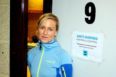 Dopingkontrollør Merethe Stiberg har vært borti mange mer eller mindre kreative forsøk på å slippe unna en dopingtest, men understreker at det ikke er lurt verken å stikke av, knipe igjen eller tisse seg ut med vilje – som hun har opplevd på et oppdrag i utlandet.