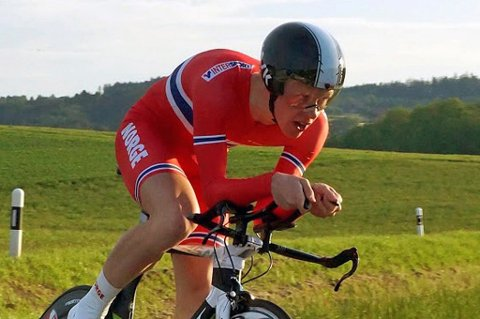 VM-DEBUT: Andreas Rikardsen Leknessund falt og ødela håpet om en god plassering på tempoen i junior-VM i sykling tirsdag.