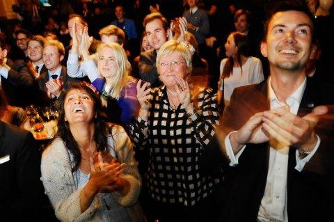 PÅ TOPP: Regina Alexandrova (t.v.) er den stortingspolitikeren fra Troms med høyest inntekt og formue, mens Kent Gudmundsen (t.h.) har lavest. I midten statsråd Elisabeth Aspaker som dog tjener enda mer. Bildet er tatt på valgvaken i 2013.