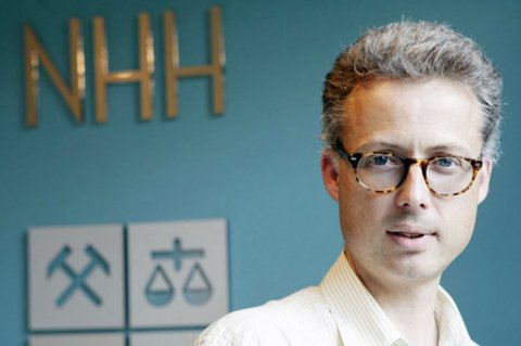SØKELYS PÅ FASTLEGENE: Jarle Møen, professor i økonomi ved Norges Handelshøyskole. Foto: Nikita Solenov/NHH