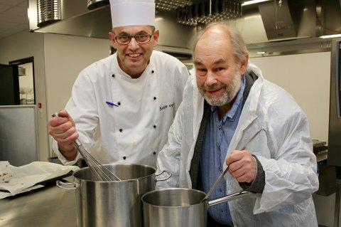 SAMKOKT: Matfaglærer Roger Kristiansen (t.v.) og matematikklærer Remy Kristiansen gleder seg til å komme til Tromsø med kokebok og smaksprøver.