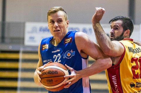 KASTET VEKK SEIERSSJANSE: Henrik Lange og Tromsø Storm ledet mot Ammerud, men tapte i sluttminuttene. Det irriterte Storm-spilleren kraftig.