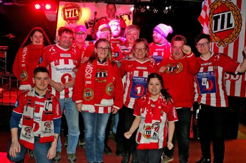 SAMLET: Deler av TILs supporterklubb Isberget foran kampen mot Odd Grenland.