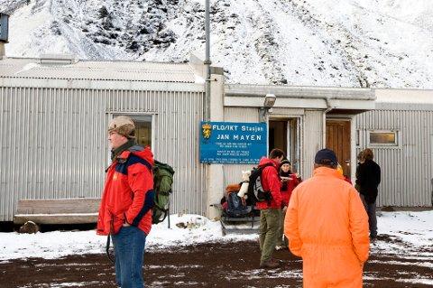 JAN MAYEN  20091005. Forskningsbyen Olonkin City på Jan Mayen. Jan Mayen er en 377 km?? stor arktisk øy som tilhører Norge. I 2009 gikk startskuddet for åpningsprosessen av havområdene rundt den arktiske øya Jan Mayen. Prosessen er første steg for å kartlegge grunnlaget for oljeboring og petroleumvirksomhet i området.   Foto: Heiko Junge / Scanpix