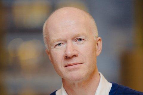 AVDELINGSDIREKTØR:Trond Brattland i avdeling for helse og omsorg i Tromsø kommune mener Kunnskapsdepartementet må opprette flere studieplasser for sykepleierutdanning for å bøte på den store mangelen på sykepleiere.