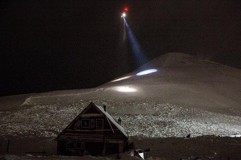 DØDSRAS: To mennesker mistet livet da et snøskred traff ti hus i Longyearbyen  19. desember 2015.