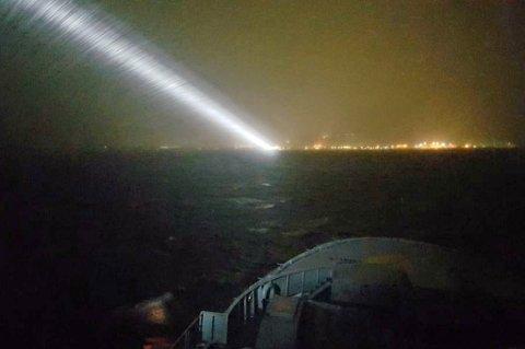 MYE VIND: Kystvaktens KV Barentshav er for tiden i Adventfjorden og kan onsdag kveld fortelle om vindkast på 30 m/s.