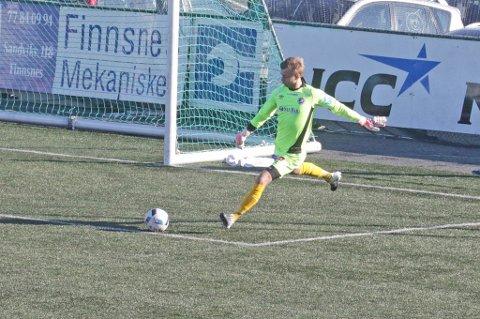 VURDERER ALTA: Fredrik Bakkelund vurderer en overgang til Alta IF. Her fra fjorårets hjemmekamp mot Finnsnes IL.