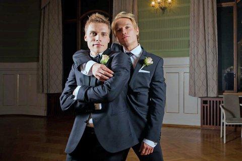 Ruben Yttergård Jenssen (t.v) tror på forloveren i sitt eget bryllup, Christer Johnsgård (t.h), som TIL-spiss.