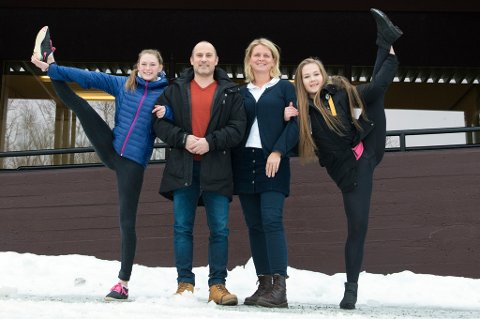 (F.v.) Sara Hansen, Børge Johansen, Cathrine Vangen og Hanna Sirnes Lorentzen er godt fornøyde med å kunne tilby en fast turnlinje ved Tromsdalen videregående skole.