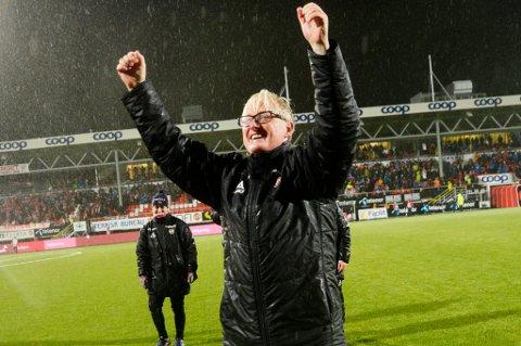 Så lettet og glad ble TIL-trener Bård Flovik da plassen var berget i 2015. Vi tror det målet blir nådd også i 2016, men ikke med en voldsomt stor margin.