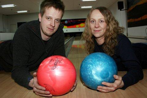 Kine Arntzen og Vegard Nilssen starter Arctic Bowling på Finnsnes.