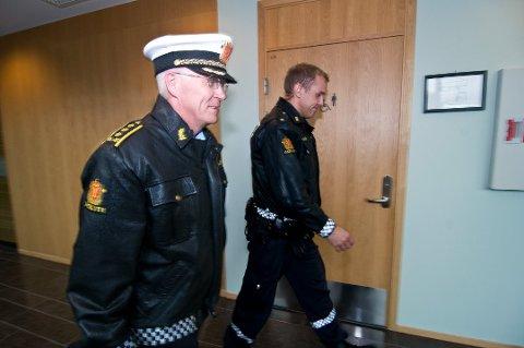 AKTOR: Thomas Rye-Holmboe (til venstre) var aktor i straffesaken der en 26-årig mann ble dømt til ti måneders fengsel for å utøvd vold mot moren.