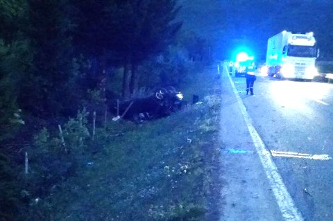 ULYKKE: En 20 år gammel mann ble skadet da bilen han kjørte, havnet i grøfta på E6 ved Langfjordbotn i Finnmark i august i fjor.