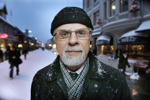 PLAGES: Per Oskar Kjølaas, tidligere biskop i Nord-Hålogaland, synes det er ille at det mot hans vilje, deles pornografisk innhold via Facebook-profilen hans.