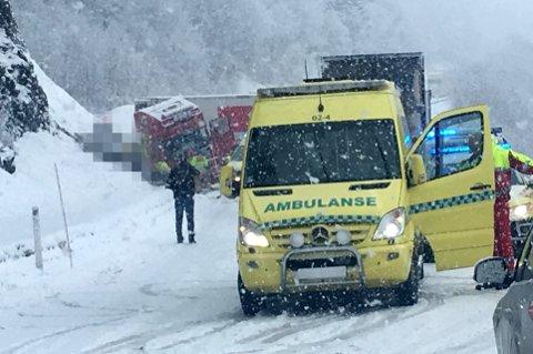 OMKOM: Én person er bekreftet omkommet og en annen alvorlig skadd i en trafikkulykke ved Hundbergan utenfor Tromsø tirsdag formiddag.