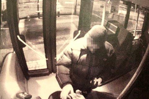 DØMT: En 50 år gammel, her avbildet på bussen ikke langt fra boligen sin, er dømt til forvaring for to drap i Tromsø i 2014.