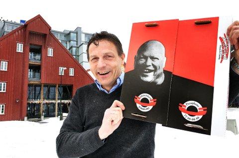 Stig Fiske har blitt vledig glad i mannen som er pizzaplassen Yonas´ ansikt utad.